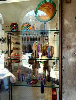 Murano Glaskunsthändler gegenüber vom Dogenpalast am Markusplatz